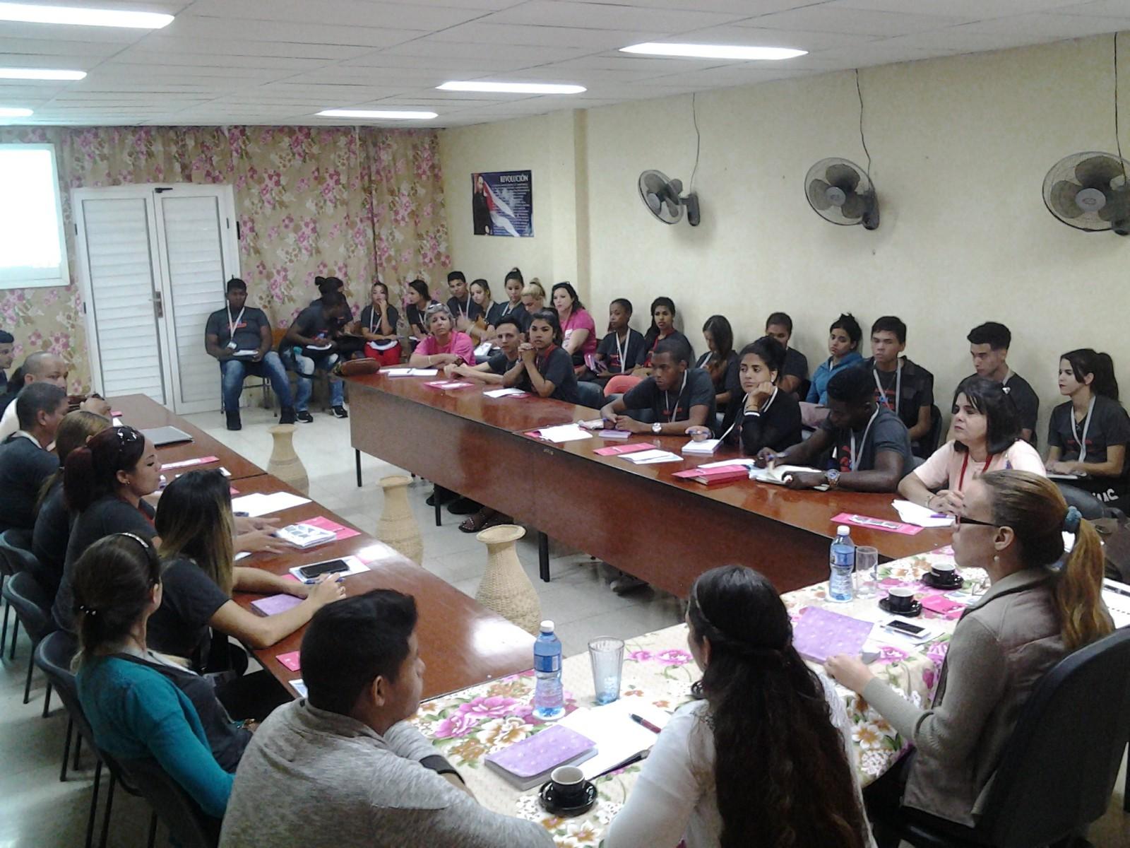 Estudiantes cubanos de Ciencias Médicas intercambian en Manzanillo