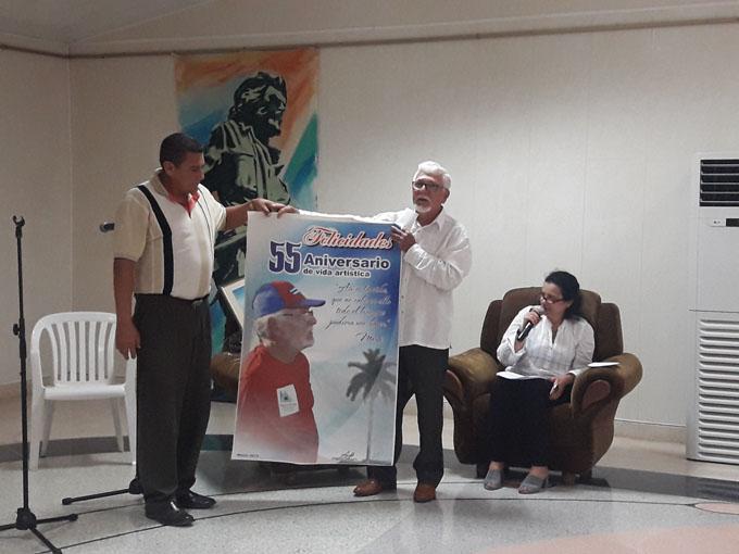 Reconocen a René Reyes Blázquez por sus 55 años de vida artística