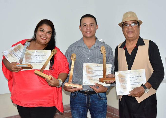 Premian a ganadores del concurso Canción para una Ventana