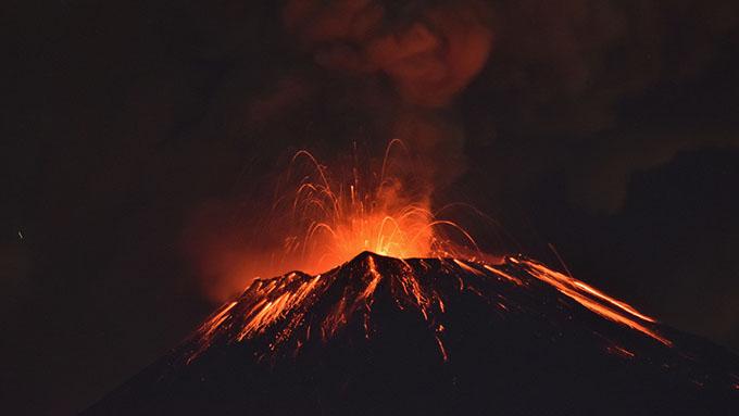 Fuerte explosión del Popocatépetl pone alerta a poblaciones mexicanas (+ video)