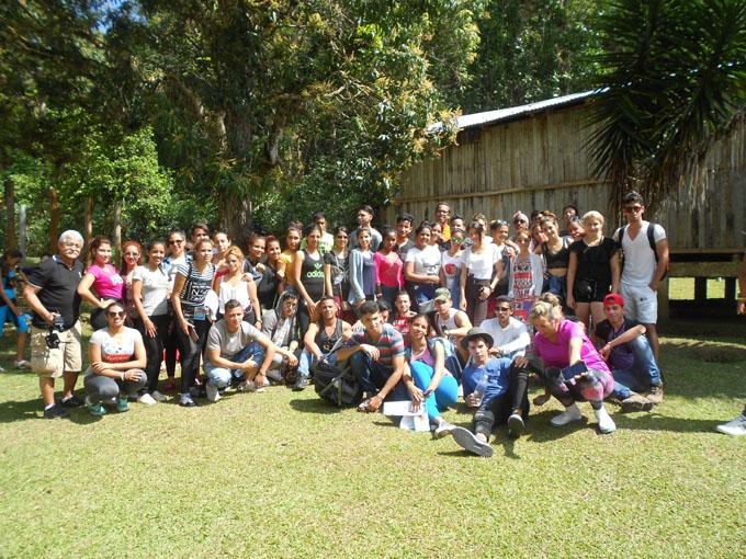Estudiantes granmenses rinden homenaje a Julio Antonio Mella
