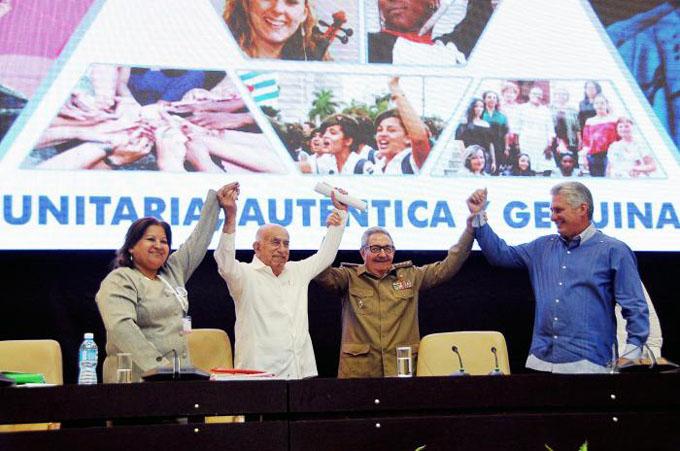 Cuba necesita la fuerza de la mujer, afirma Raúl Castro (+ video)