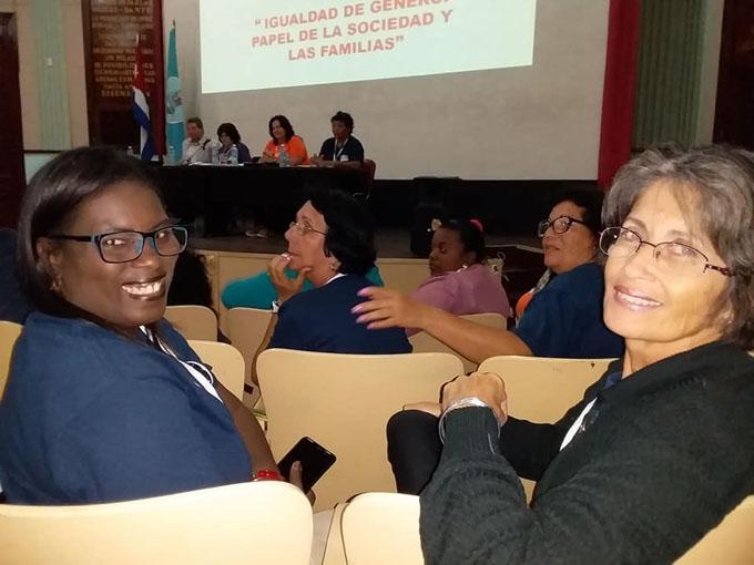 La mujer, pieza clave en el desarrollo económico y social de Cuba (+ fotos)