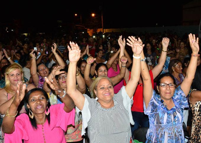 Presidente de Cuba felicita a mujeres por Día Internacional