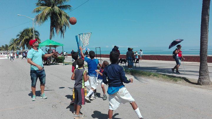 Pioneros y jóvenes de Manzanillo festejan cumpleaños de sus organizaciones