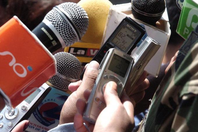 Díaz-Canel felicita a periodistas cubanos
