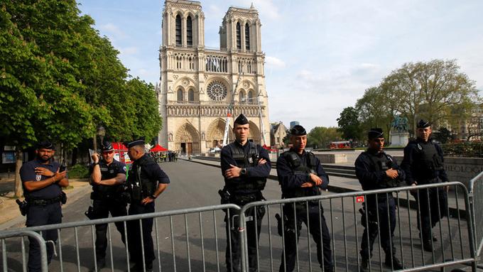 La Policía francesa anuncia la causa más probable del incendio en la Catedral de Notre Dame (+fotos, video e infografía)