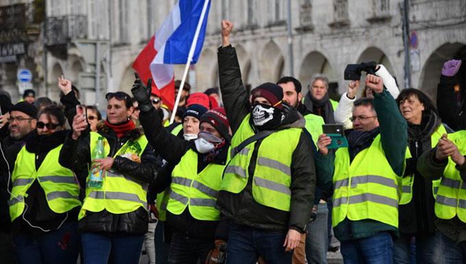 Chalecos amarillos demandan en París tratamiento mediático imparcial