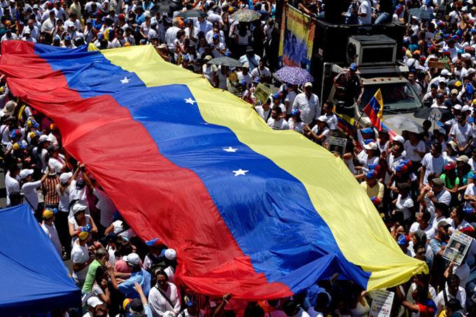 Gobierno de Cuba rechaza movimiento golpista en Venezuela (+ videos)