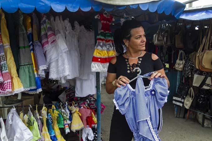 Cuba fortalece sistema empresarial estatal y flexibiliza el privado
