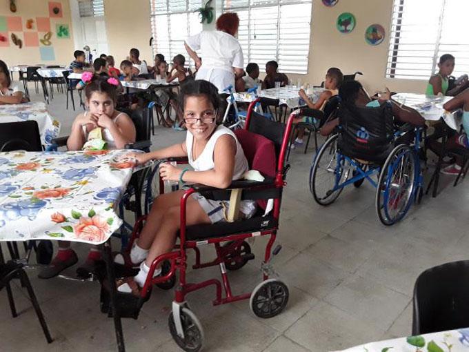 Inauguran Raúl y Díaz-Canel en Santiago de Cuba la escuela para niños con discapacidades físico-motoras Amistad Cuba-Vietnam