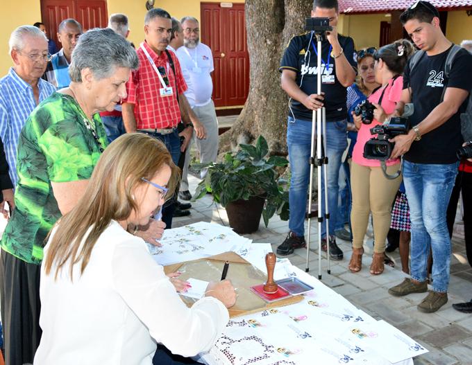 Cancelan sello postal con la imagen de Carlos Manuel de Céspedes