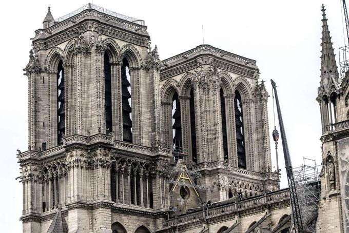 Comienzan a cubrir Notre Dame de París para protegerla de la lluvia