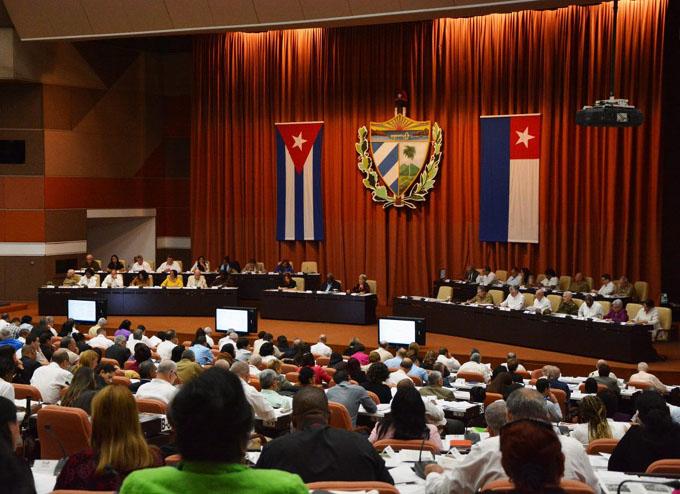 Temas económicos y sociales centran agenda de diputados cubanos