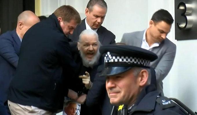 Rafael Correa califica de criminal entrega de Assange por Ecuador (+ videos)