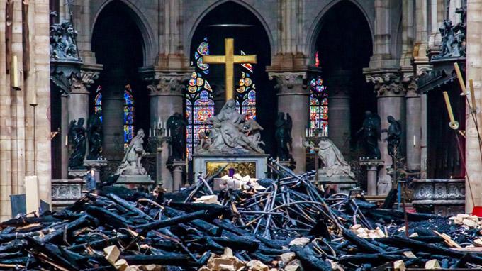 Los contradictorios donativos millonarios para Notre Dame de París