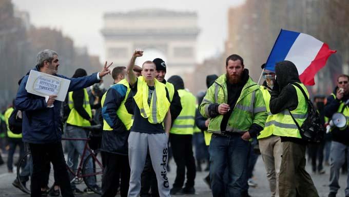 Chalecos amarillos salen a nuevo sábado de movilización en Francia