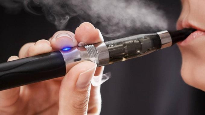 Indagan posible relación entre convulsiones y cigarros electrónicos