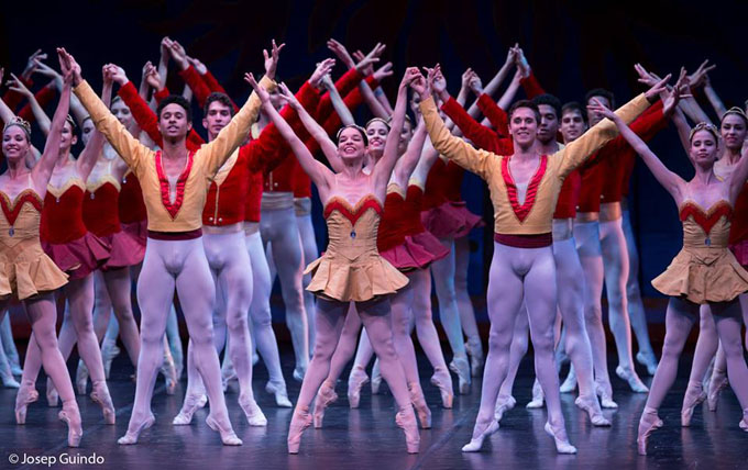 La danza aborda calles de La Habana por festival internacional