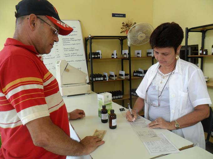 Cuba con condiciones para desarrollar medicina natural y tradicional