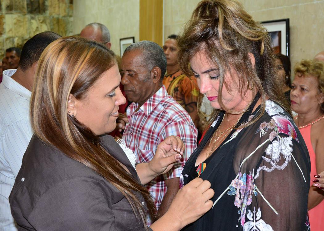 Condecoran en Granma a trabajadores destacados (+ fotos y audio)