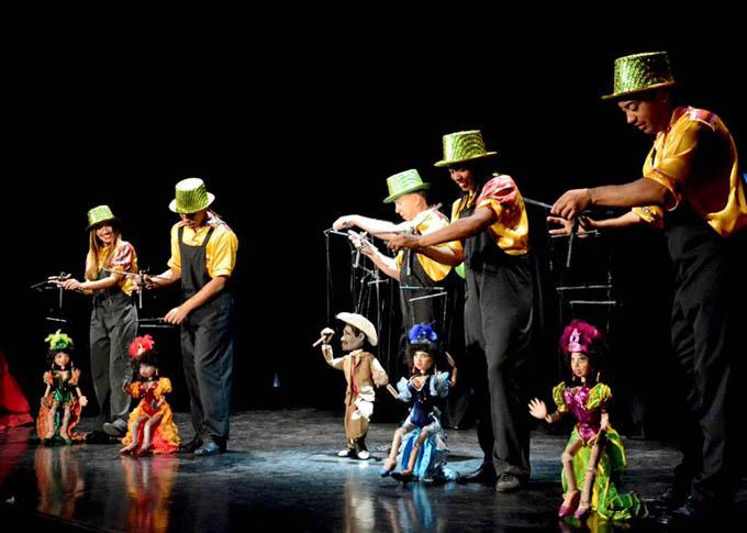 Marionetas de Hilos mágicos seducen al público (+fotos, audios y videos)