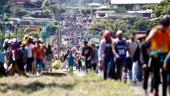 Rescatan en México 379 migrantes víctimas de traficantes de personas