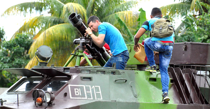 Realizan práctica de ejercicios defensivos para responder a un ataque enemigo (+ fotos)