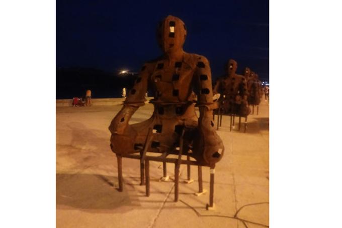 Malecón habanero deviene en galería durante XIII Bienal Internacional (+ Fotos)