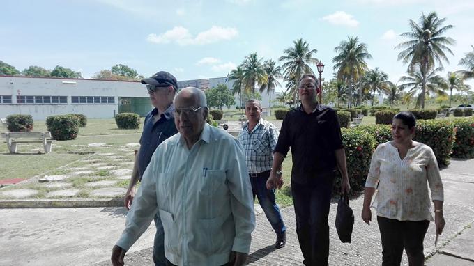Ricardo Cabrisas dialoga con trabajadores de Texoro (+fotos)