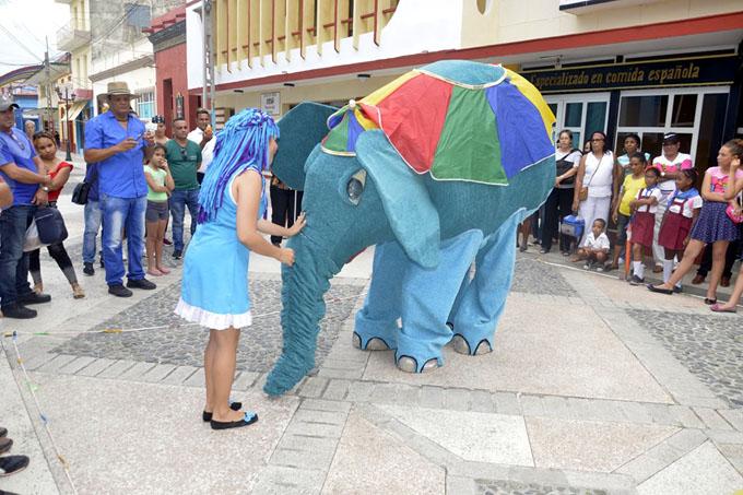 Seguir a un elefante
