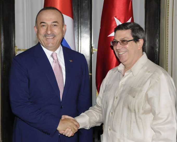 Canciller cubano se reúne con su homólogo de Turquía