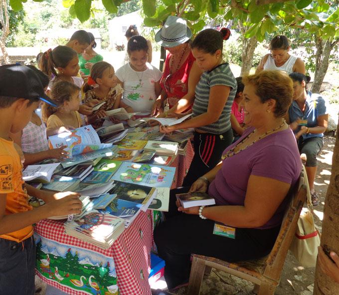Realizan Festival del Libro en la Sierra (+ fotos)