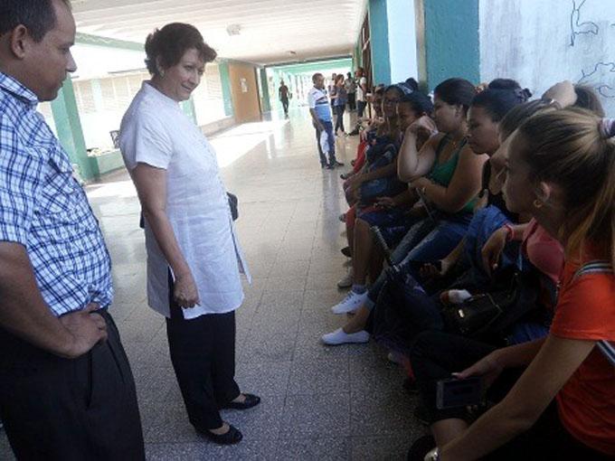 Ministra de Educación conversa con estudiantes de carreras pedagógicas (+ fotos)