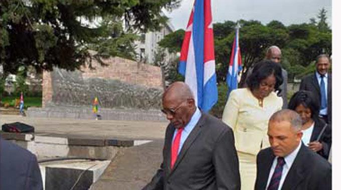 Primer vicepresidente de Cuba honró a mártires de la Guerra de Ogadén