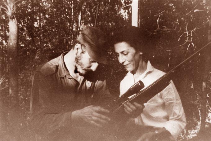 Díaz-Canel honra legado de heroína cubana