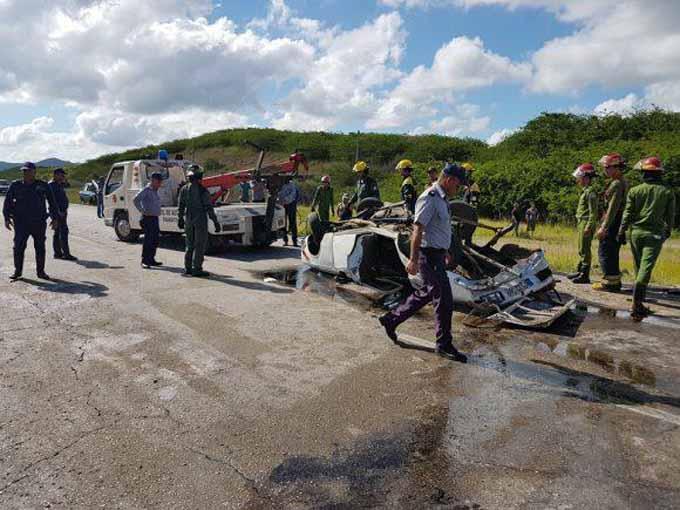 Tres fallecidos y varios lesionados en accidente de tránsito ocurrido en Villa Clara (+ fotos y video)