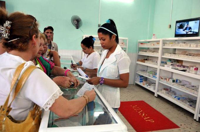 Sustituyen importaciones en Empresa de Farmacias y Ópticas de Granma