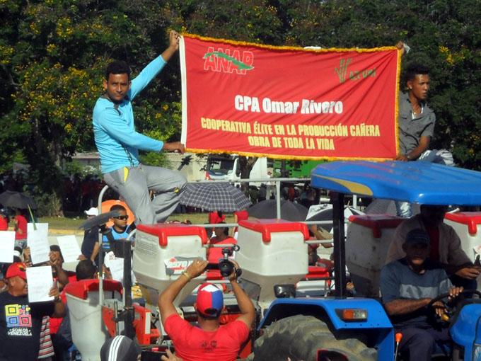 Masivo respaldo de trabajadores manzanilleros a la Patria (+ fotos)