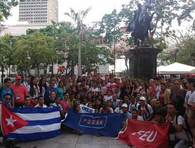 Díaz-Canel resalta apoyo de estudiantes latinoamericanos a Venezuela