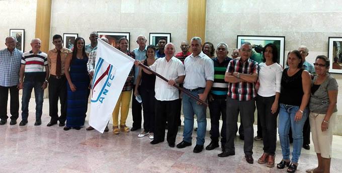 Abanderada delegación granmense a congreso de economistas