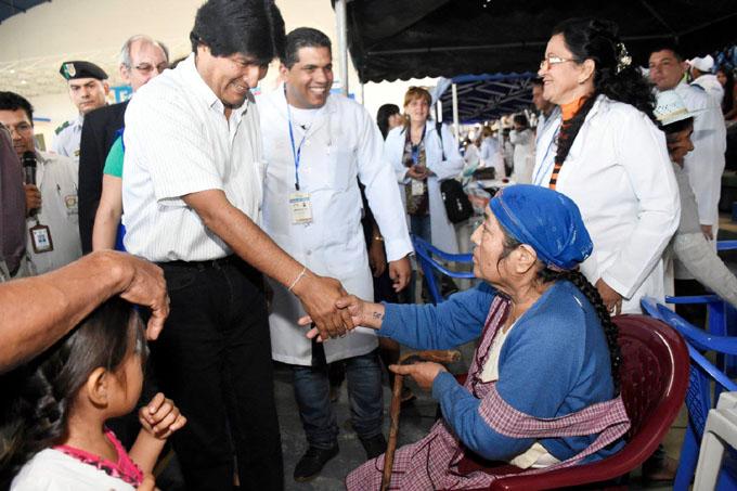 Médicos cubanos continúan con su labor de salvar vidas en Bolivia