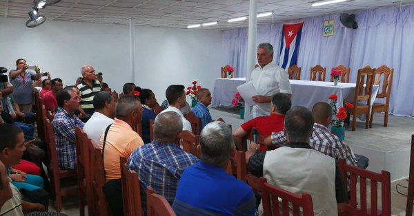 Prosigue Presidente de Cuba visita a provincia Pinar del Río (+ video)