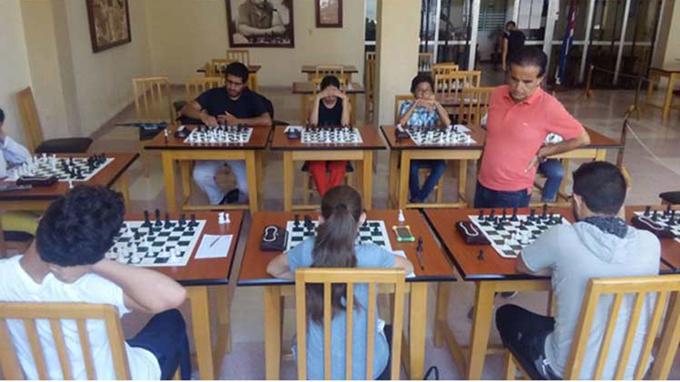 Gran Maestro cubano de Ajedrez en su faceta de educador (+Foto)