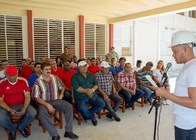 Declaran obra de choque montaje en Bayamo de moderna fábrica de tabacos