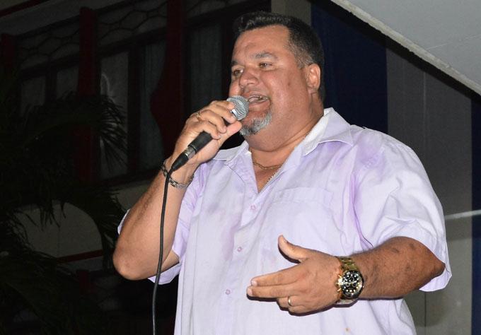 Un Ruiseñor canta al Día de la Rebeldía nacional