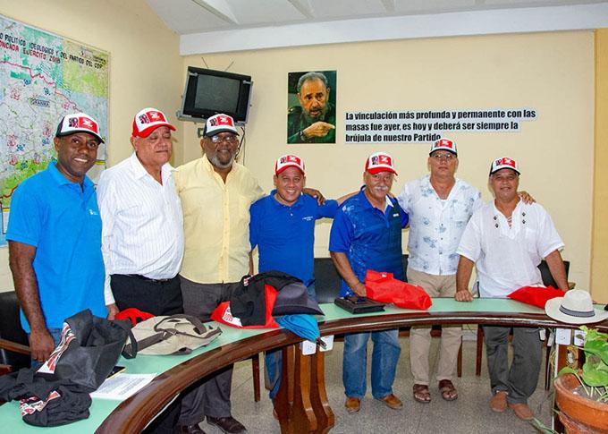 Miembros de la Uneac rumbo a su Congreso
