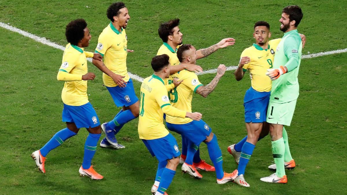 Brasil acaba la maldición y en penales clasifica a semifinales