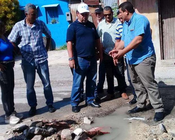 Evalúan tareas de rehabilitación del acueducto de Manzanillo