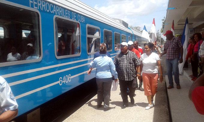 Arriba a Granma nuevo tren de pasajeros en recorrido de prueba (+ fotos)
